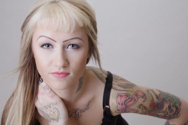 Il tatuaggio con fiocco è molto amato dalle donne  è femminile 0baf2ca6536
