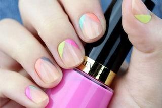 Le unghie della settimana: colori e glitter sulle cuticole