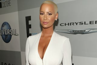 Amber Rose in bikini: la star mette in mostra forme burrose e cellulite