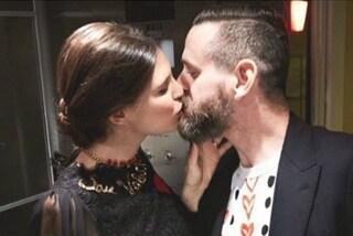 Bianca Balti vicina al matrimonio? Il bacio al fidanzato Matthew fa sognare i fan