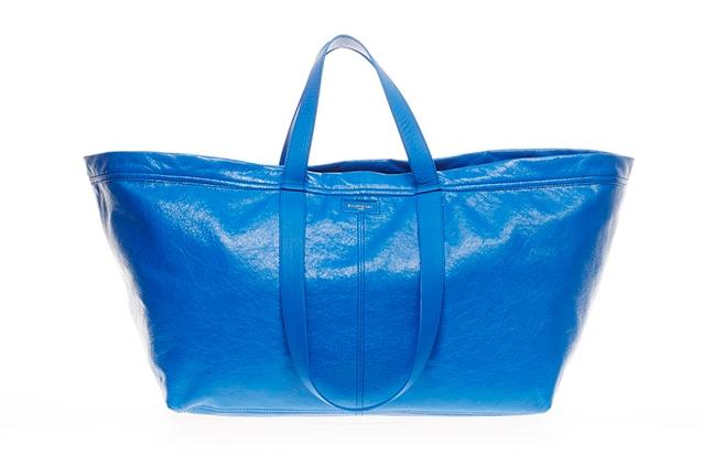 La borsa Balenciaga che imita la shopper Ikea