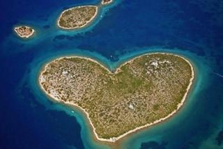 Galesnjak, l'isola a forma di cuore spopola a San Valentino