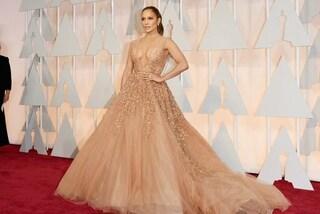 """Corsetti e tute modellanti: ecco cosa si nasconde sotto gli abiti """"da Oscar"""" delle star"""