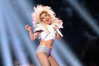 Lady Gaga al Super Bowl: cristalli e borchie per la regina del pop