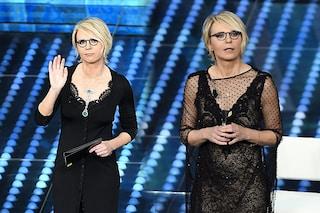 Sanremo 2017, seconda serata: i look di Maria De Filippi con cardigan e abito nude