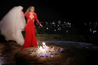 Mariah Carey brucia il suo abito da sposa, un Valentino da 250mila dollari