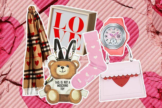 da sinistra sciarpa Burberry, lampada Love su Deisignrepublic, zaino orsetto Moschino, calzini Happy Socks, orologio Casio, borsa Coccinelle
