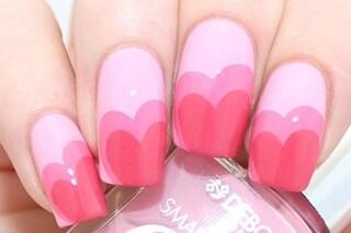 Double heart manicure, la nail art con i cuori da fare a casa tua
