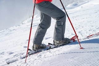 Sfregiata in volto da un bambino sugli sci, la donna fa causa al dodicenne