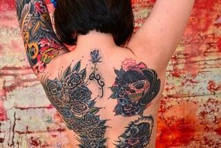 Da cicatrici a tatuaggi: così l'artista russa aiuta le vittime di violenza