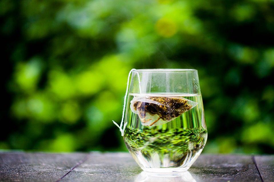il tè verde agli agrumi brucia il grasso della pancia