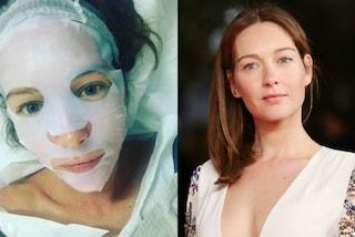 Cristiana Capotondi e le cure di bellezza: mantiene il viso giovane con la maschera di carta