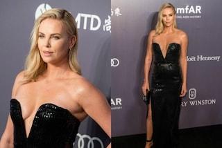 La scollatura hot di Charlize Theron: a 41 anni ha ancora un corpo perfetto