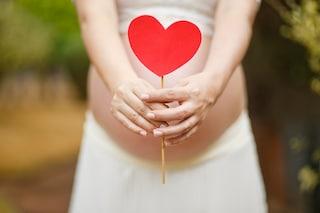 Sempre più donne congelano gli ovuli: è perché aspettano l'uomo giusto