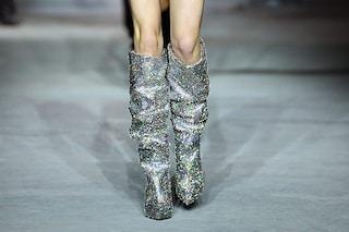 Gli stivali coperti di cristalli: l'oggetto del desiderio che sta facendo impazzire tutte