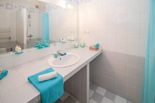 Interruttore della luce e spazzolino: le cose infestate di batteri nei nostri bagni