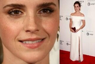 """Bianco e """"sopracciglia piuma"""", l'eleganza semplice di Emma Watson alla prima di The Circle"""
