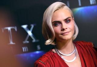 Taglio radicale per Cara Delevigne: capelli a zero e scalpo in mostra per la modella