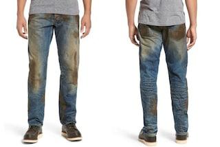 Jeans sporchi di finto fango al costo di 420 dollari: è polemica sul web