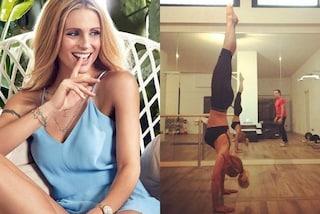 Una verticale al giorno: ecco come si tiene in forma Michelle Hunziker