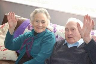L'amore supera ogni limite: i nonni sposati da 71 anni muoiono a quattro minuti di distanza