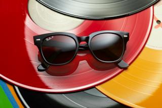 I nuovi Wayfarer: Ray-Ban lancia la nuova versione degli iconici occhiali da sole