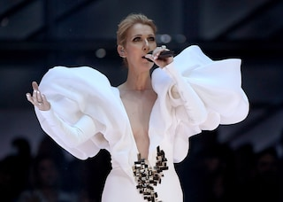 "Celine Dion, abito bianco per cantare ""My Heart Will Go On"" ai Billboard 2017"