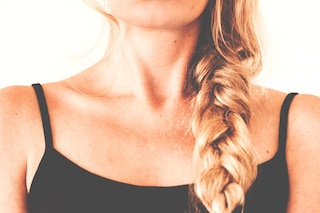Leghi i capelli quando sono sporchi? Ecco perché non dovresti farlo