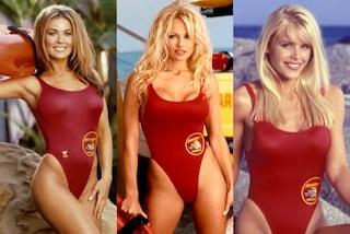 """Forme esplosive e costumi rossi: le sexy bagnine che hanno fatto la storia di """"Baywatch"""""""