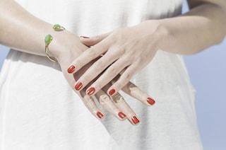 Scrocchiarsi le dita è pericoloso?