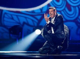 Francesco Gabbani con le stelle e la scimmia all'Eurovision Song