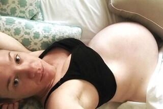 Vuole annunciare la gravidanza su Facebook, scopre che qualcuno lo ha fatto al posto suo