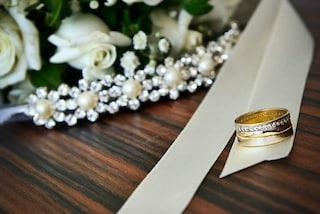Sposa la fidanzata in un letto d'ospedale: Ray ha realizzato il suo ultimo desiderio