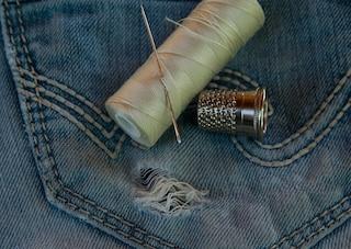 Addio ago e filo: arriva il tessuto che si ripara da solo quando è strappato