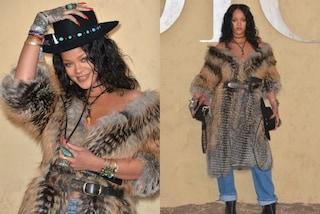 Rihanna nel deserto per Dior: il reggiseno non c'è ma la pelliccia sì