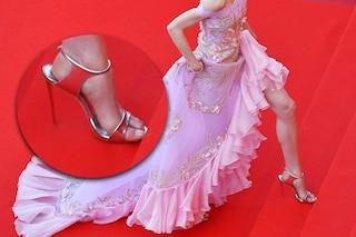 Scarpe troppo larghe sul red carpet: perché le star indossano calzature della misura ?