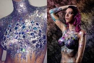 Disco tits: ricoprire il seno di glitter è la nuova moda beauty dell'estate
