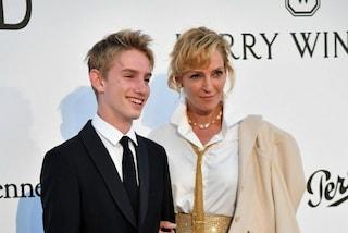 Uma Thurman presenta il figlio a Cannes: Levon è identico alla mamma