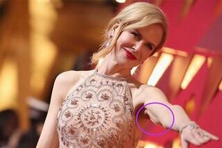 """Anche le star hanno i difetti: le braccia poco toniche a effetto """"tendina"""""""