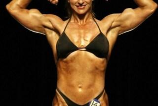 A 74 anni è body builder: la nonna ha cominciato ad allenarsi dopo la pensione