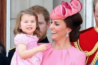 Kate e Charlotte scelgono look coordinati: le reali in rosa per il Trooping the Colour