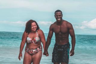 """""""Come quest'uomo potrebbe amare una come me"""": la foto della coppia fa il giro del web"""
