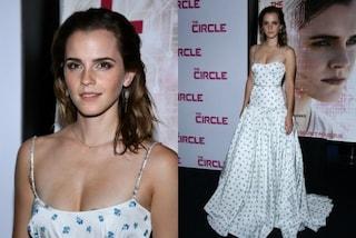 Corpetto aderente e scollatura generosa: Emma Watson punta sul look sexy e romantico