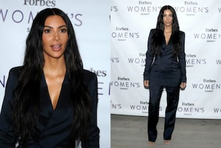 Il cambio look di Kim Kardashian: addio abiti sexy, completo maschile per l'evento Forbes