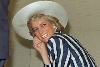"""Lady Diana e lo """"scandaloso"""" balletto su Uptown Girl: il regalo che imbarazzò il principe Carlo"""