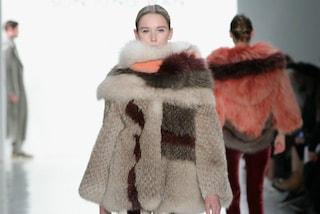 """Stop alle pellicce su Yoox e Net-A-Porter, i negozi online sposano una politica """"fur free"""""""