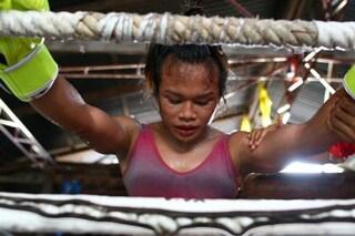 Nong Rose, il pugile transgender che combatte vestito da donna