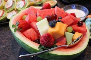 Cosa mangiare per combattere il caldo: i cibi anti-afa per l'estate