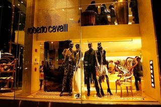 Il brand Roberto Cavalli lascia Firenze: chiude la boutique e il Caffè Giacosa