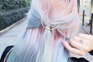 Mollette a forma di luna: ecco l'accessorio per i capelli più trendy dell'estate
